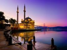 Mesquita de Ortakoy em Istambul foto de stock