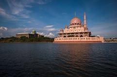 Mesquita de Putra em Putrajaya, Malásia Foto de Stock Royalty Free