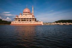 Mesquita de Putra em Putrajaya, Malásia Imagens de Stock Royalty Free
