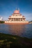 Mesquita de Putra em Putrajaya, Malásia Imagens de Stock