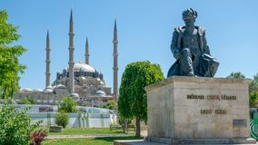 Mesquita de Selimiye e estátua de seu arquiteto Mimar Sinan, Edirne, Turquia imagens de stock royalty free