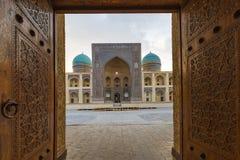 Mesquita e Madrasah da probabilidade de intercepção Kalon em Bukhara fotografia de stock