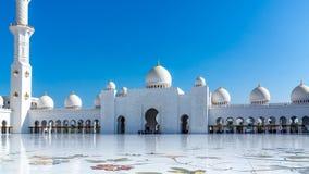 Mesquita grande famosa de Sheikh Zayed em Abu Dhabi, Emiratos Árabes Unidos foto de stock