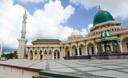 Mesquita moderna um lugar de culto para seguidores do Islã imagens de stock