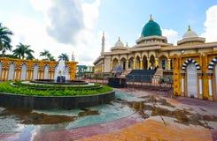 Mesquita moderna um lugar de culto para seguidores do Islã fotografia de stock royalty free