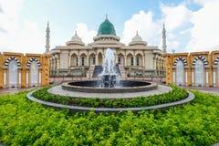Mesquita moderna um lugar de culto para seguidores do Islã imagem de stock royalty free