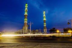 A mesquita na cidade de Hurghada em Egito com iluminação da noite imagens de stock