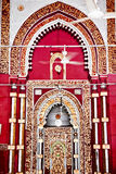 Mesquita Nizamuddin Nova Deli do arco dourado imagem de stock