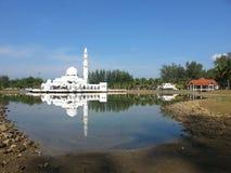 A mesquita ou a mesquita de flutuação são a primeira mesquita de flutuação real em Malásia Fotografia de Stock