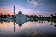Mesquita pública de flutuação em Terengganu imagens de stock
