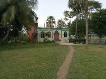 Mesquita pequena para povos pequenos da vila imagens de stock