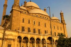 Mesquitas egípcias A mesquita o templo muçulmano em Egito imagem de stock