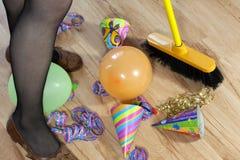 Mess di pulitura dopo il partito Fotografia Stock