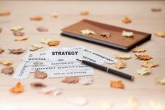 Messa a fuoco dello strappo del documento strategico Fotografie Stock