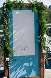 Messa a punto all'aperto della decorazione di evento di nozze, schermo blu, spazio della copia Immagine Stock