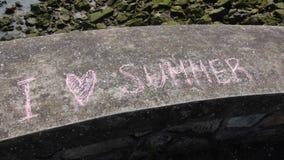 Message écrit avec la craie sur le mur en pierre Image libre de droits