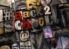 Message d'éducation - de nouveau à l'école ! - titre sur le rétro prin en bois Images libres de droits