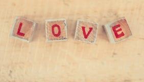Message d'amour écrit dans les blocs en bois Photographie stock libre de droits