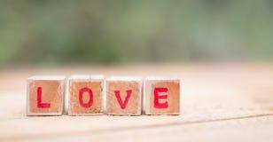 Message d'amour écrit dans les blocs en bois Image stock