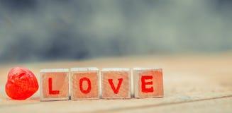 Message d'amour écrit dans les blocs en bois Images libres de droits