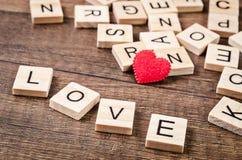 Message d'amour écrit dans les blocs en bois Photo stock
