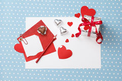 Message d'amour de Saint-Valentin, non fini, avec le boîte-cadeau Image libre de droits