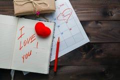 Message d'amour sur la table en bois grunge Photographie stock libre de droits