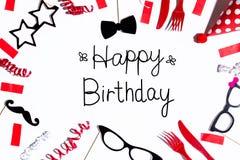 Message d'anniversaire avec des décorations de partie photographie stock