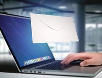 Message d'enveloppe affiché sur une interface futuriste d'email - 3d Photographie stock libre de droits