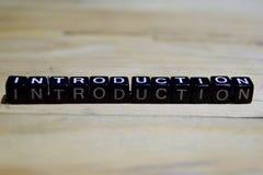 Message d'introduction écrit sur les blocs en bois photos stock