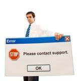 message d'ordinateur d'homme d'affaires sérieux image stock