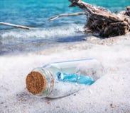 Message dans bouteilles, épave Photographie stock