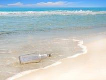 Message dans la bouteille photo stock
