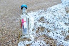 Message dans la bouteille photos stock