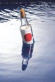 Message dans une bouteille photos stock