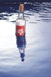 Message dans une bouteille images stock