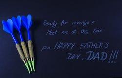 Message de jour de pères sur un fond noir Photos libres de droits