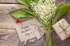 Message de jour de mères avec le bouquet du muguet sur l'OE image libre de droits