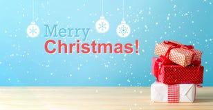 Message de Joyeux Noël avec des boîte-cadeau de Noël photo libre de droits