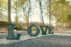 Message de l'amour avec des lettres en métal Images stock