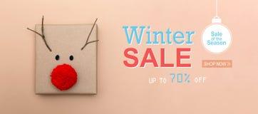 Message de vente d'hiver avec un boîte-cadeau de renne image libre de droits