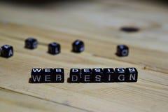 Message de web design écrit sur les blocs en bois photos stock