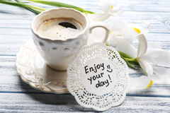 Message Enjoy your day with cup of coffe and beautiful flowers o Royalty Free Stock Photography
