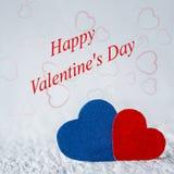 Message heureux de Saint-Valentin sur le fond en bois blanc avec le rouge Photos stock