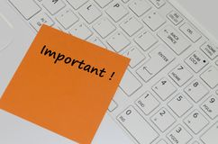 Message important sur le clavier d'ordinateur Photos stock