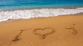 Message je t'aime sur la plage de sable Image stock