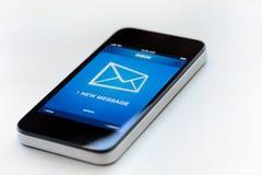 Message neuf au téléphone intelligent mobile photos stock