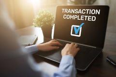 Message réalisé de transaction sur l'écran Opérations bancaires de Digital et concept en ligne de paiement illustration stock