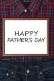 Message sur le tableau blanc avec le cadeau pour le père Photo libre de droits