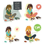 Message textuel d'écriture de fille sur l'ensemble de téléphone Image stock